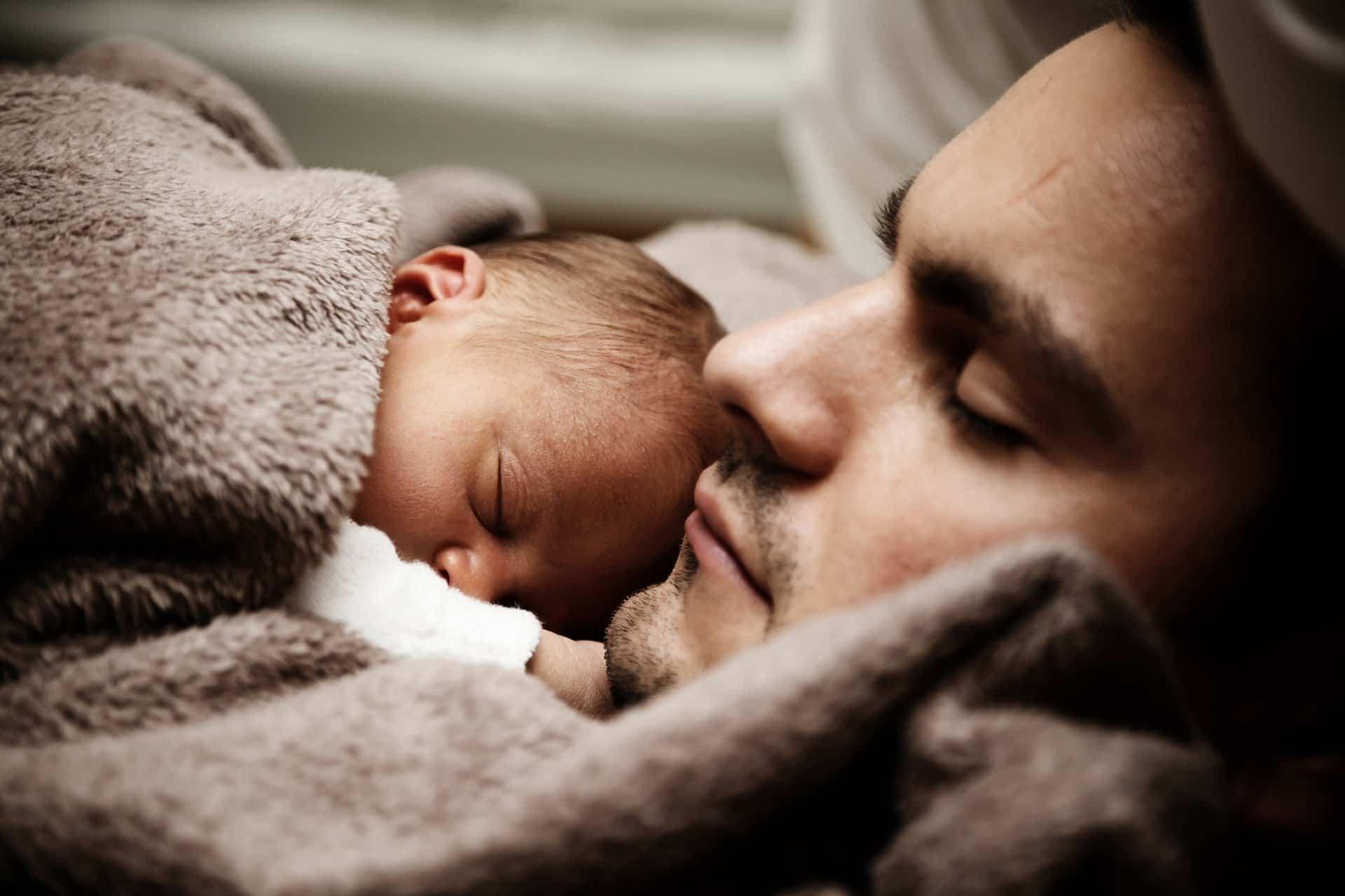 Trucos para que tu bebé duerma en verano