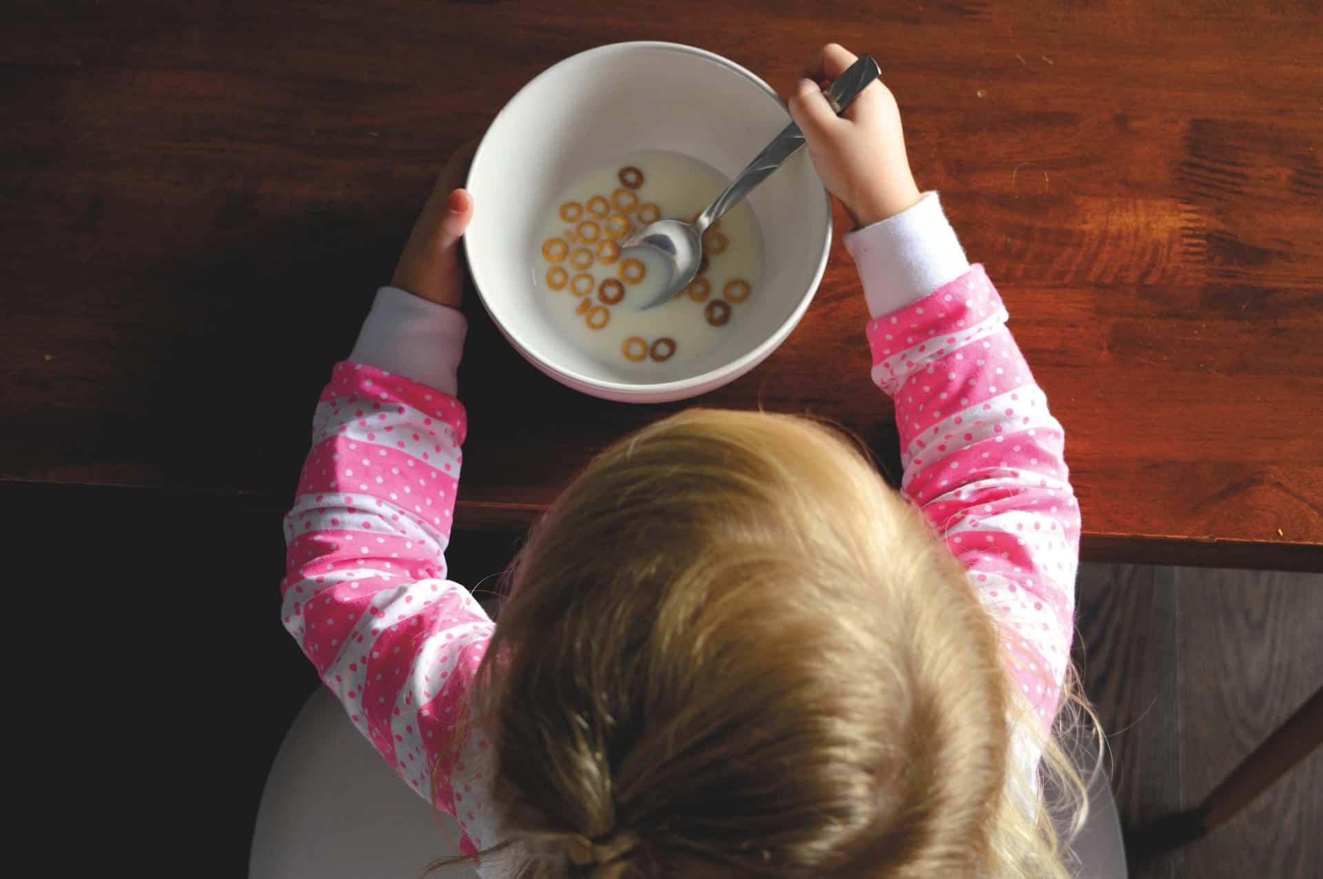 nina desayuno manana eterna
